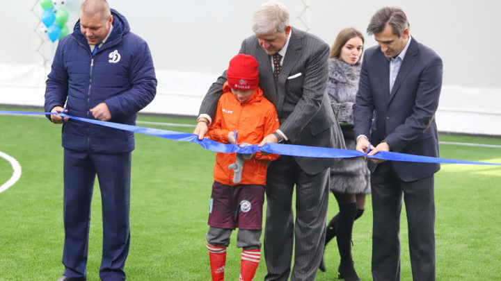 Во Владивостоке открыт первый футбольный манеж