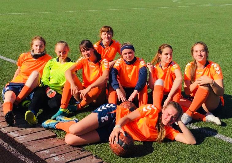 «Спортивный клуб Полюс» проводит футбольный матч  между женскими командами