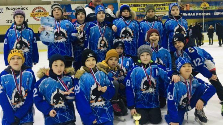 Команда «Полюс – 2008» стала бронзовым призером краевых финальных соревнований «Золотая шайба»