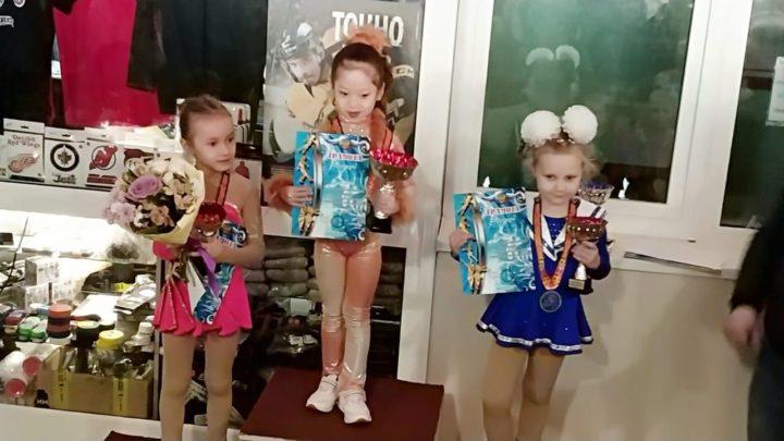 На первенстве Уссурийска фигуристы «Полюса» завоевали 14 медалей