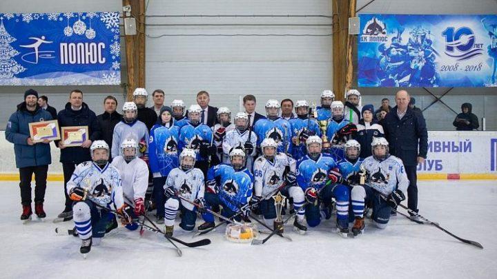 Олег Кожемяко вручил награды команде «Полюс», которая стала победителем всероссийского финала «Золотой шайбы»