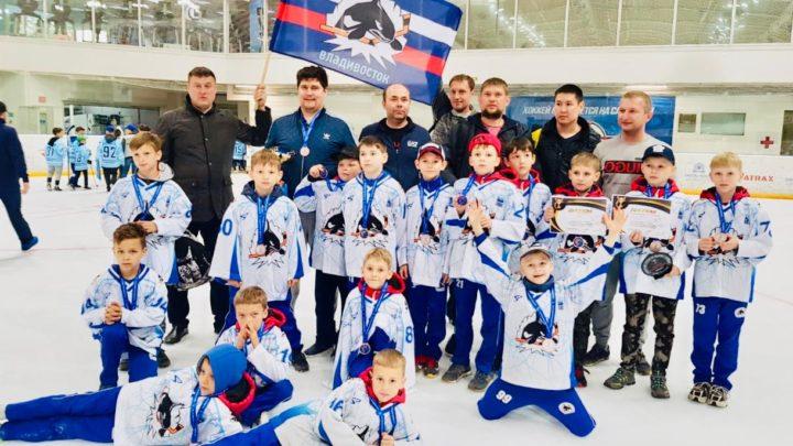 «Полюс-2010» стал бронзовым призером на турнире по хоккею в Южно-Сахалинске