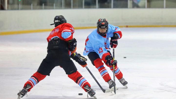 На ледовой арене «Полюс» прошла тренировка хоккеистов из Китая