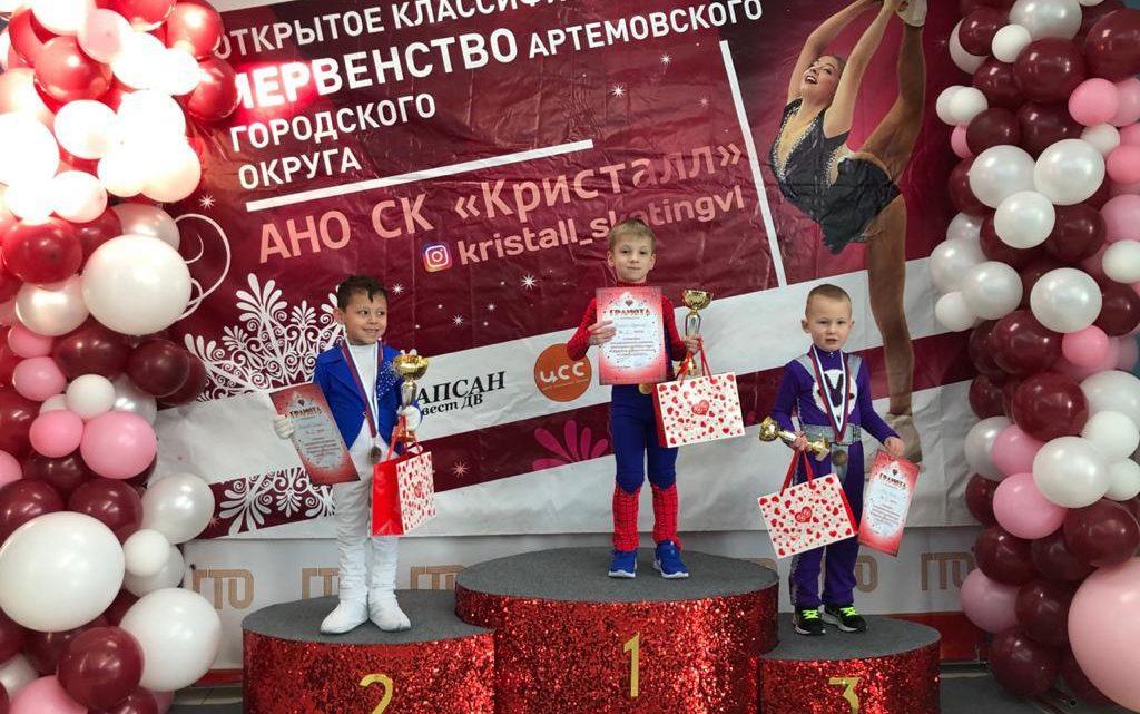 На соревнованиях в Артеме успешно выступили фигуристы «Полюса»