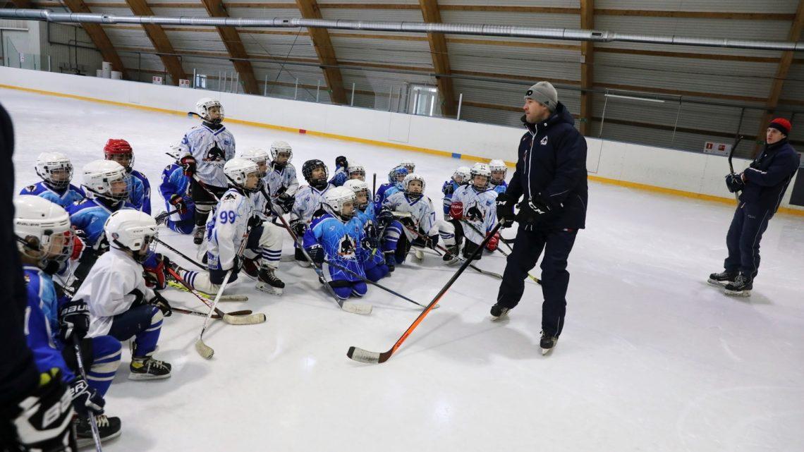 На ледовой арене «ICE Тигр» прошëл мастер-класс тренера по катанию хоккейного клуба «Филадельфия Флаерс»